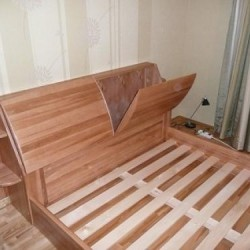 koka gulta ar veļas nodalījumiem