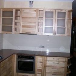 Piedāvājam modernas koka virtuves iekārtas