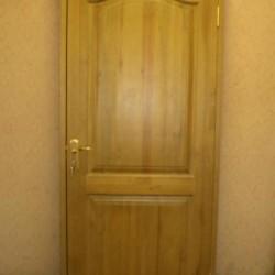 Masīvkoka koka durvis