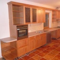 Elegantas virtuves iekārtas no galdniecības, kvalitatīvas virtuves iekārtas,